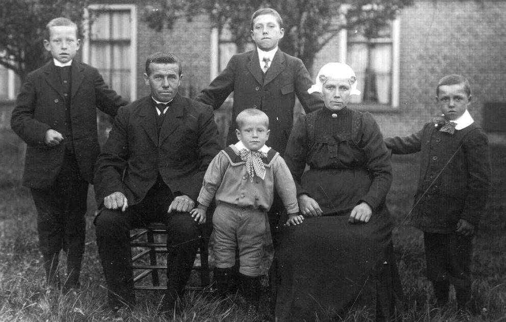 Klaas en Klaske Postma met hun kinderen